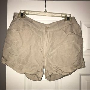 🔥Beige Mid Rise Folded Shorts with Zipper Closure